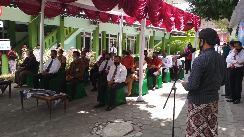 Seremonial Serah Terima Hewan Qurban dari Bank BPD DIY, Bank Jogja, Gubernur Kepada Pemerintah Kota Yogyakarta